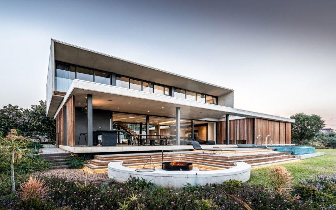 Дом из бетона и дерева.  Великолепные открытые пространства в гармонии с природой