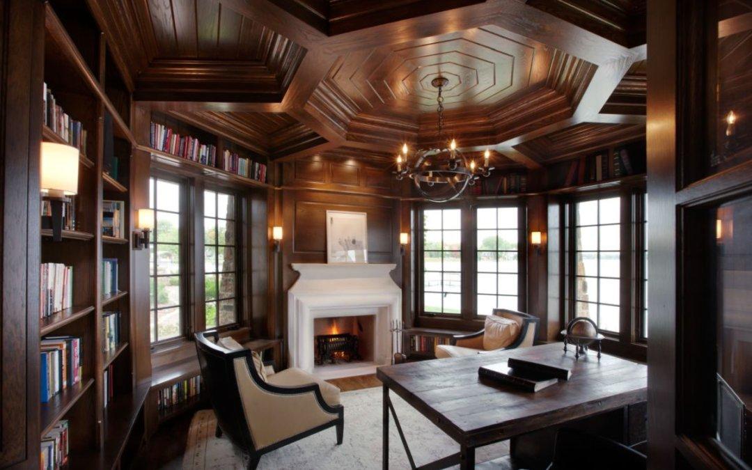 Как успешно интегрировать кессонный потолок в дизайн интерьера комнаты
