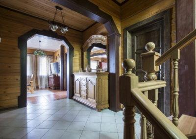 Дизайн холла в деревянном доме