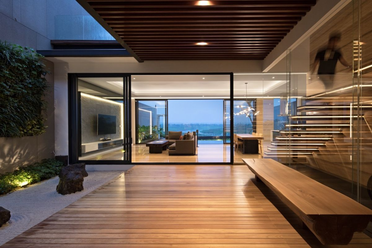 Modern house in Indonesia small inner courtyard